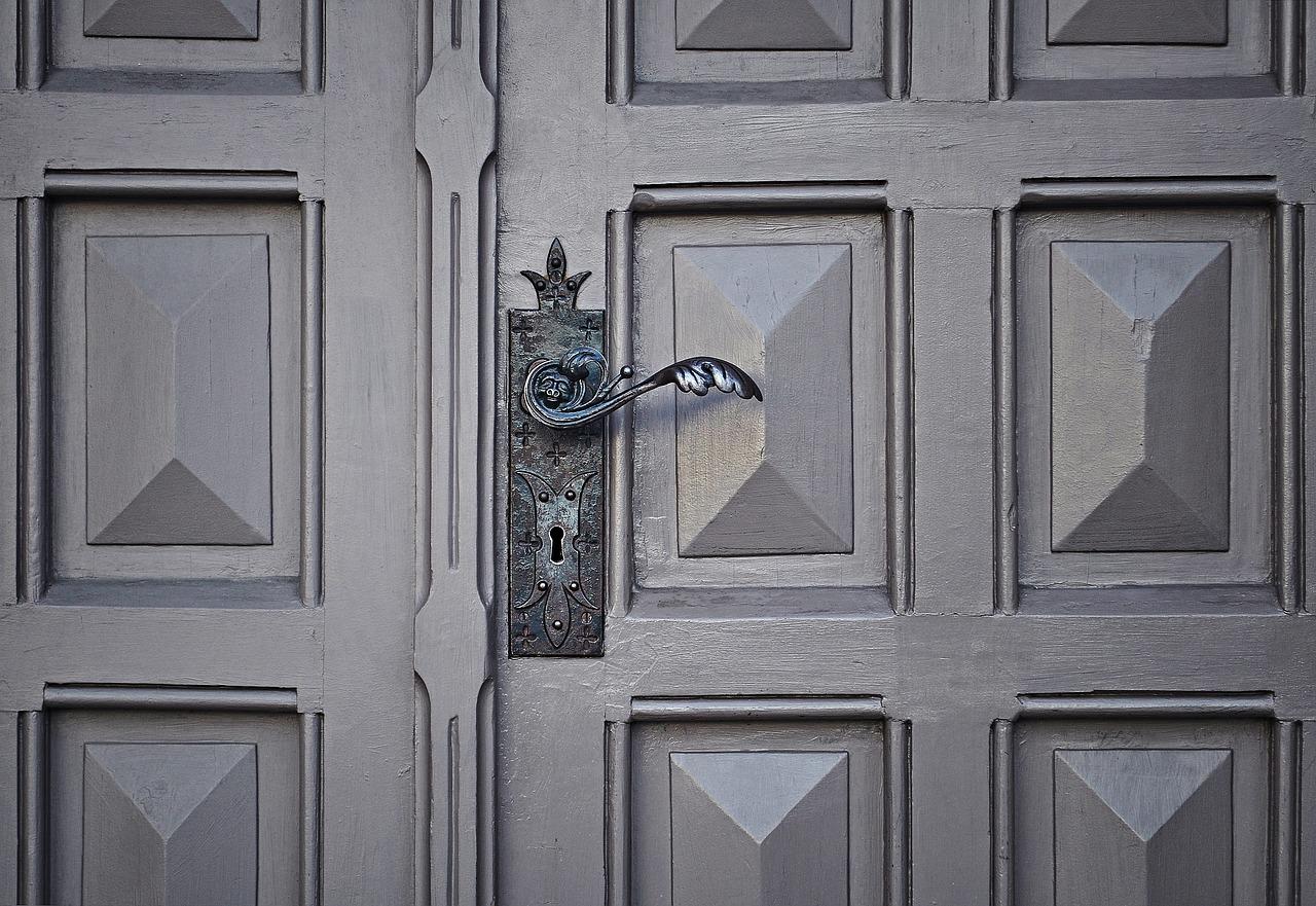 door-690704_1280