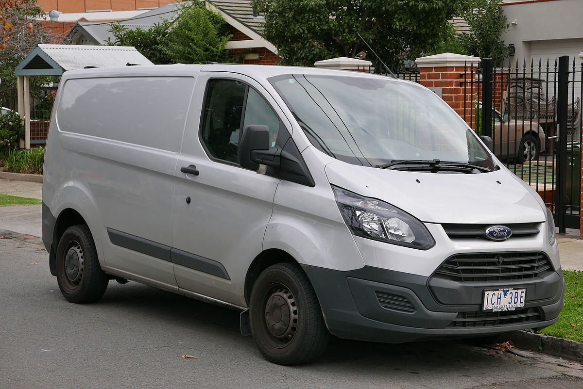 1200px-2014_Ford_Transit_Custom_(VN)_290S_van_(2015-07-03)_01