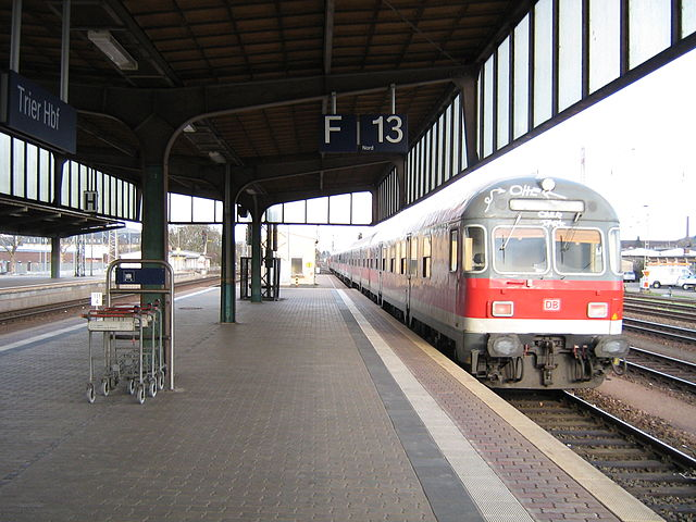 640px-Trier_station_train