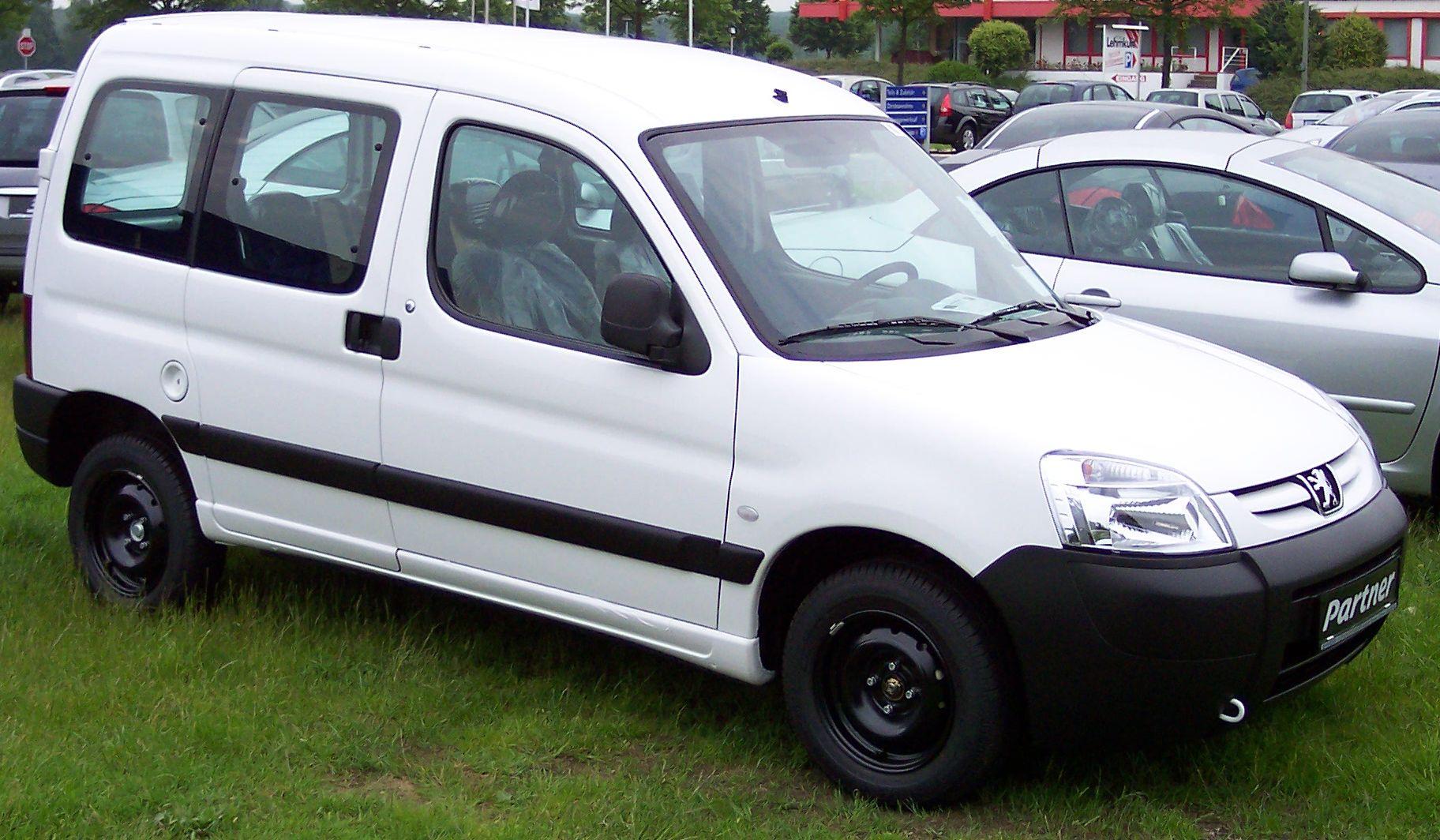Peugeot_Partner_white_vr